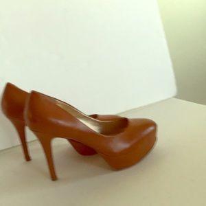 Guess women's tan leather platform pumps heels